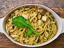Печени спагети с пиле, шунка, гъби и сметана на фурна - снимка на рецептата